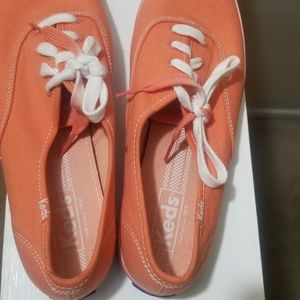 New Keds coral canvas lace-up shoes